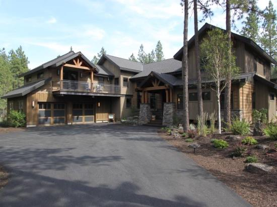Built by pacific home builders 19545 buck canyon rd for Home designers bend oregon